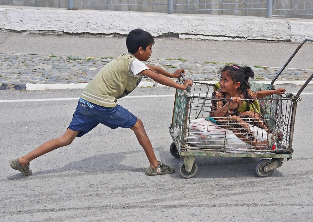 shopping trolley race, samarkand - rosmarie wirz